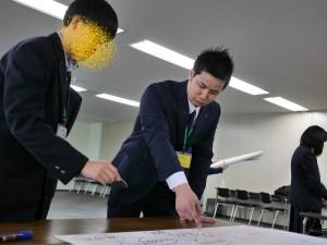 ファシリテーションをする藤井さん。