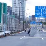 豊洲大橋から晴海の交差点方面を望む。