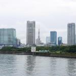 築地大橋からは東京タワーを望むことができます。