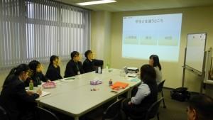 今春高校を卒業した松木から、「社会人とは」講義を受けます。