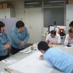 物流シミュレーションの実施風景。サポートは1年生チームが行っています。
