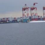 大島に向かう高速船。