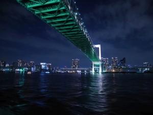 レインボーブリッジ。正面に、芝浦川のループ橋が見えます。