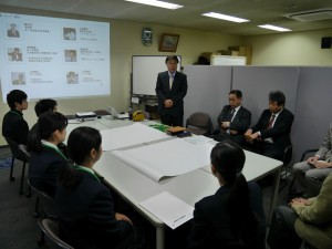 インターンシップ開催の挨拶をする弊社取締役本部長 鈴木。