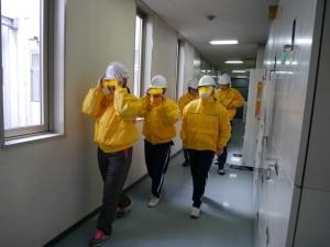 現場体験のため、着替えた生徒たち。