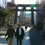 富岡八幡宮の境内に入ります。
