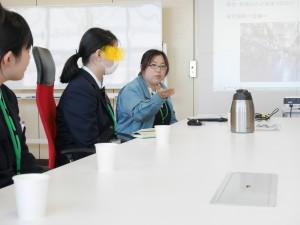 講義を行う上田。