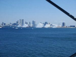 折しも、海では海上保安庁によるデモンストレーションの予行演習が行われていました。