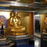 別の建物には、見事な仏像もありました。