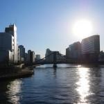 清洲橋を望む。
