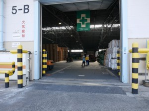 臨港営業所の平屋倉庫。