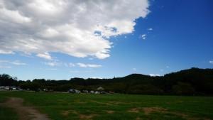 訪問したのは9/18、折しも台風一過の晴天となりました。深い青空が印象的でした。