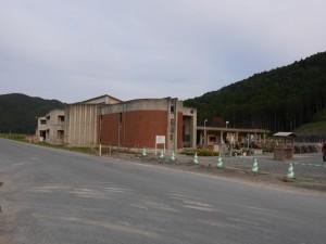 大川小学校遠景。
