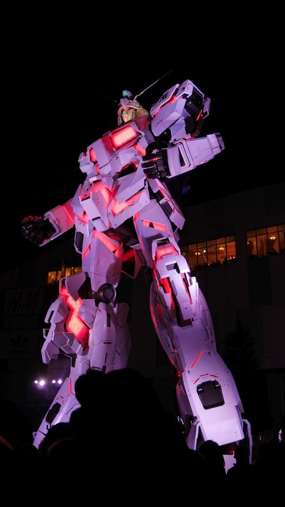 お台場に今夏から登場したRX-0 「ユニコーンガンダム」です。現在の状態は、デストロイモードですね。