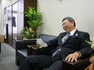 思わぬ質問に、思わず苦笑いする秋元社長。