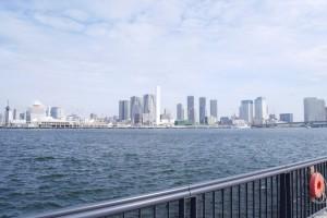 東京オリンピック時には、選手村となる晴海。現在はクレーンが立ち並びます。