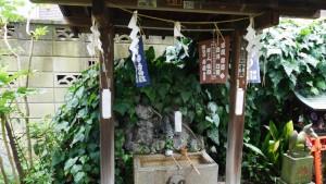 『於岩稲荷田宮神社』の手水場。