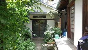 『於岩稲荷田宮神社』の一角には、江戸時代から続く田宮家のお宅があります。