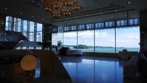 南三陸ホテル観洋のロビーフロア。海と一体感が感じられるオーシャンビューが素敵です。