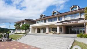 戸倉中学校は、現在公民館となっている。