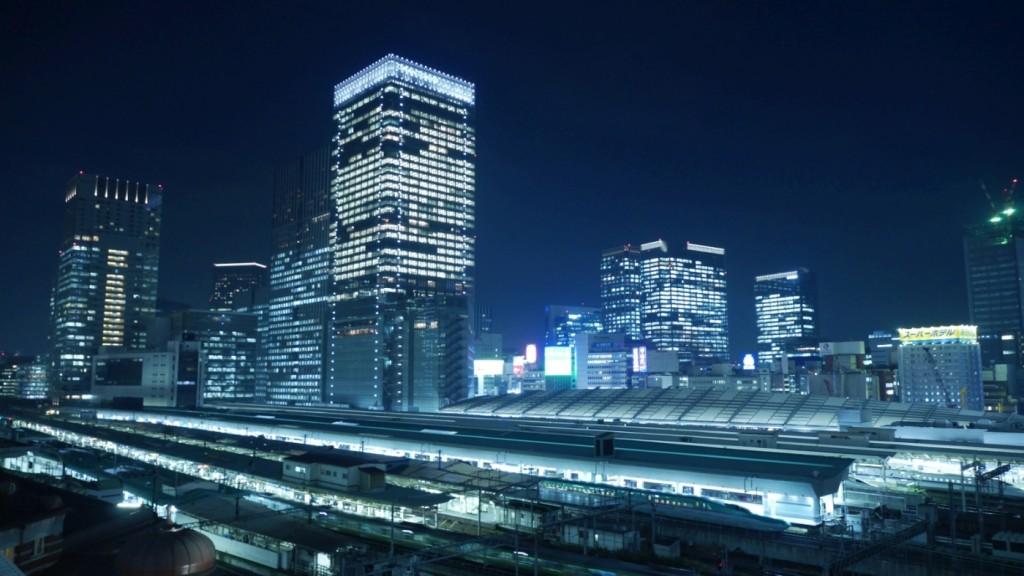 丸の内口東側にあるJPタワー(KITTE)屋上庭園からは、東京駅のホームも一望できます。