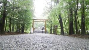 内宮の別宮:風日祈宮に至る橋。こう見ると、雨も良いですね。