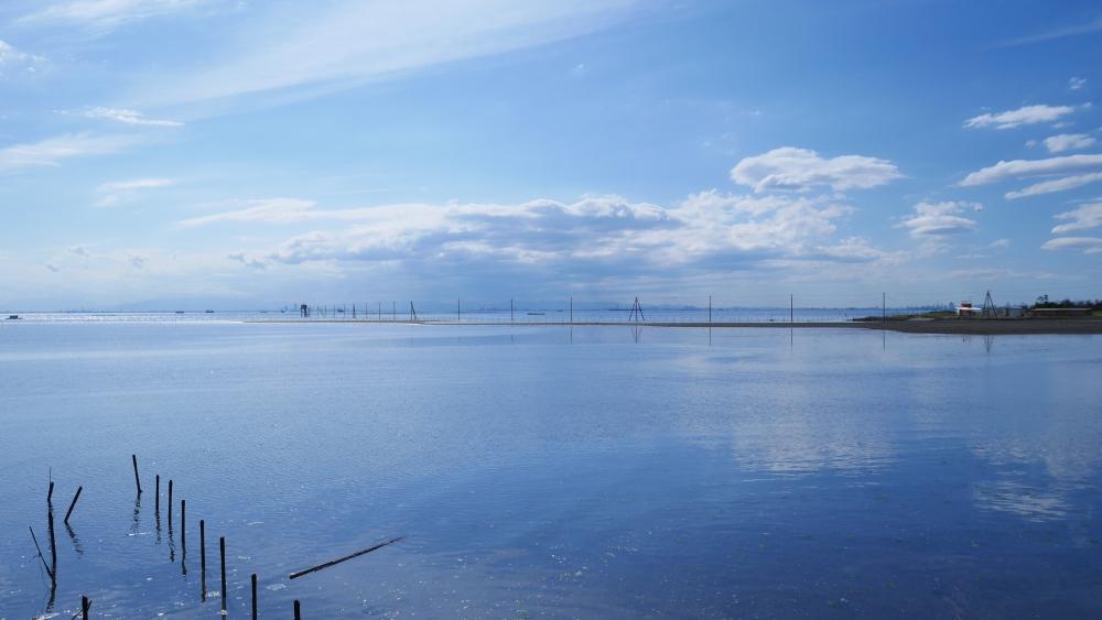 こちらは江川海岸の隣、久津間海岸です。ここにも海中電柱があります。