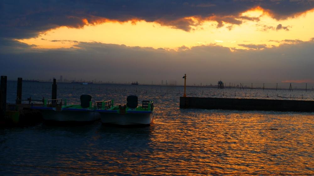 江川海岸から望む夕日。