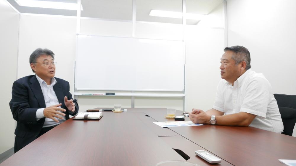 右:ラストワンマイル協同組合 志村理事長  左:秋元運輸倉庫 常務 鈴木