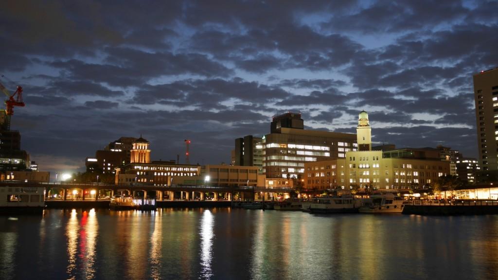 右手にあるのが、「クイーン」こと横浜税関。中央が「キング」こと神奈川県庁本庁舎です。