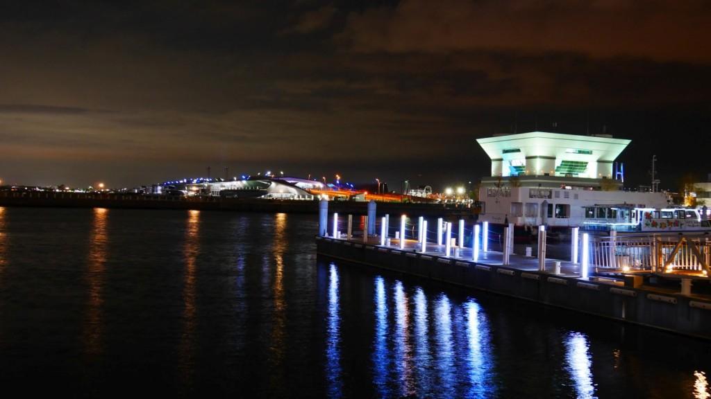 大さん橋と横浜水上警察署。