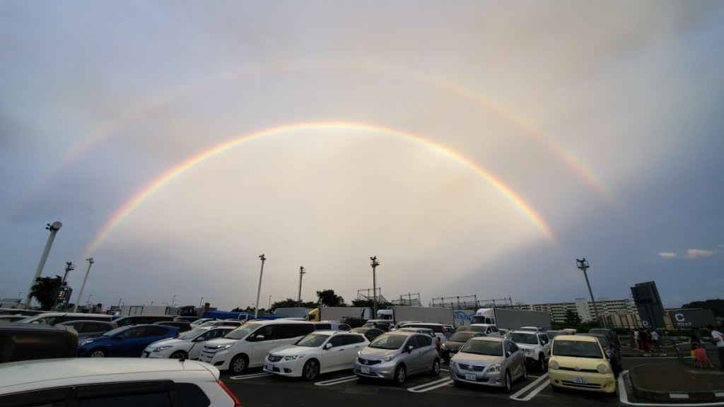 6月に遭遇した、2重の虹。海老名SAで撮影しました。
