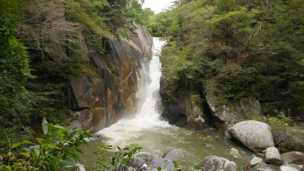 昇仙峡(山梨県)の仙娥滝。曇天なのが残念でした...