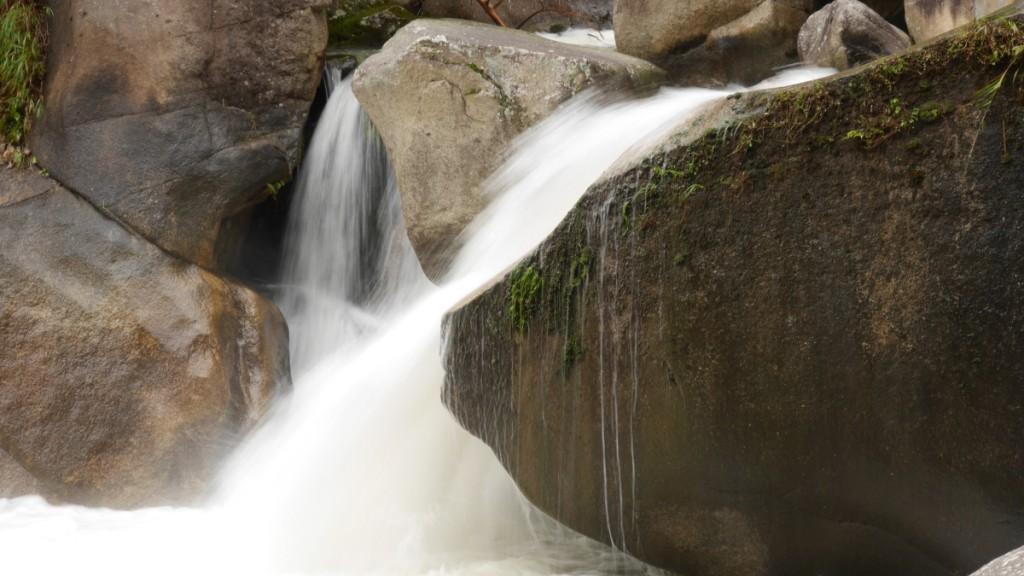 同じく昇仙峡。撮影したのは10月。流量が多かったです。