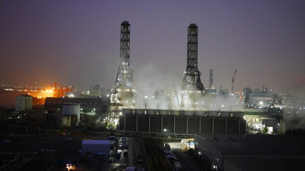 当社川崎営業所のサイロ上から撮影した工場夜景。筆者は高所恐怖症なので、もう二度と上がりたくありません(笑