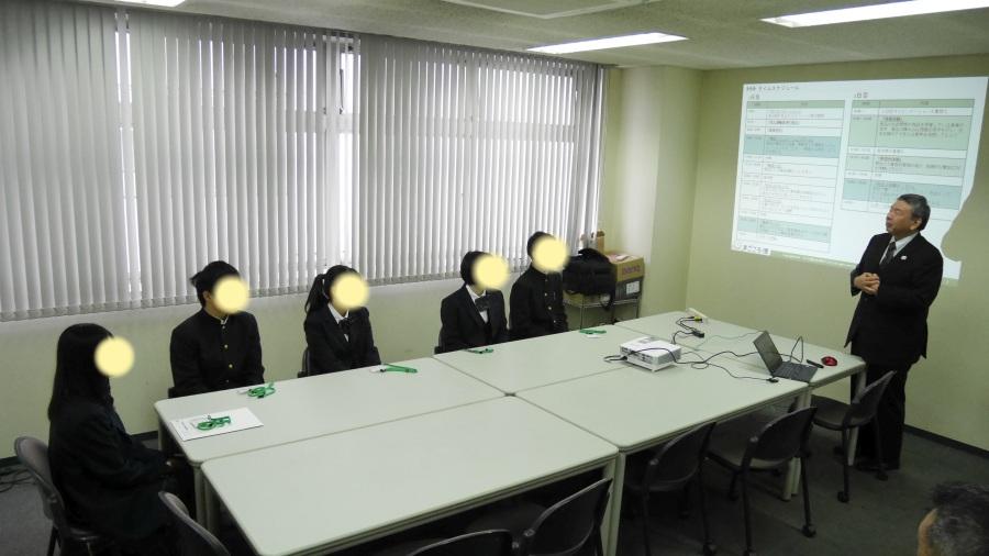 開会の挨拶をする、当社代表取締役社長:秋元。